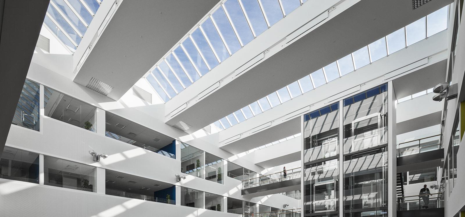 VELUX modulare Dachverglasungslösung, das das Sonnenlicht hereinlässt